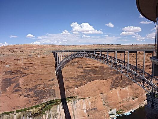 Bro ved Page. Roadtrip ruter og nationalparker i USA
