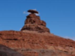Mexican Hat øst for Monument Valley, Roadtrip ruter og nationalparker i USA