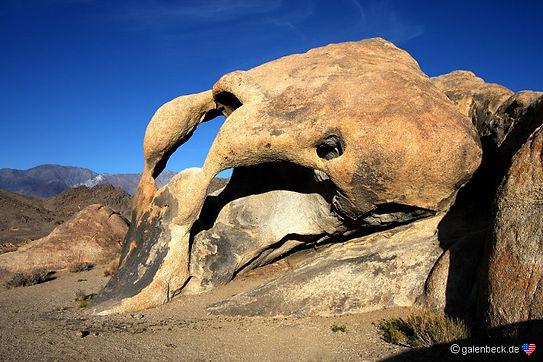 Masser af særprægede klippeformationer i gammel westernkulisse.
