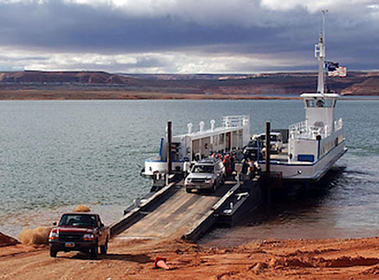 Færge ved Halls Crosing, Lake Powell.Roadtrip ruter og nationalparker i USA