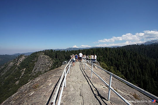 På toppen af Moro Rock, Sequoia Nationalpark.
