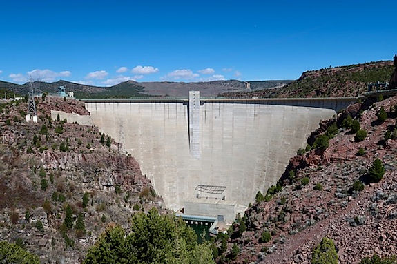 Dæmningen i Flaming Gorge, Utah.jpeg