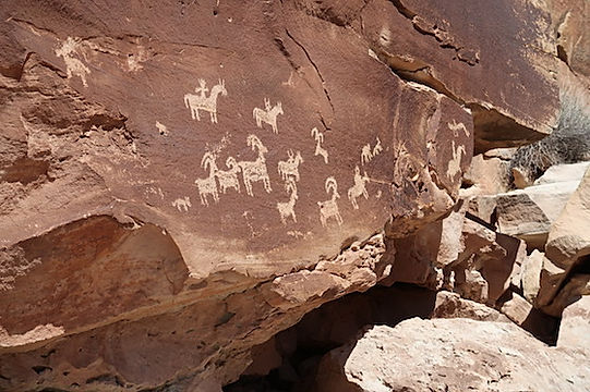 Petroglypher ved trailhed, på Delicate Arch, i Arches