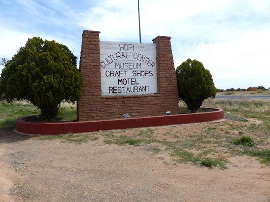 Tag evt. en overnatning i Hopi reservates eneste hotel. drivingusa.dk