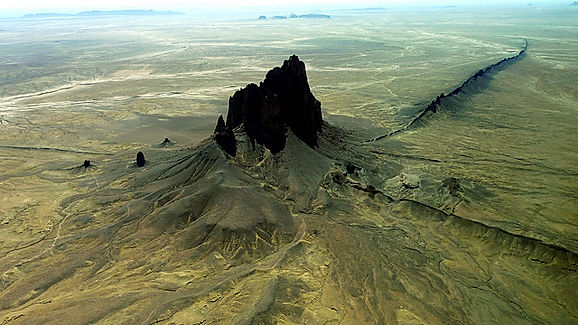loraineltai ved Shiprock