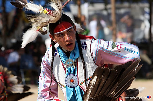 Tag børnene med til Powwow i Bishop.