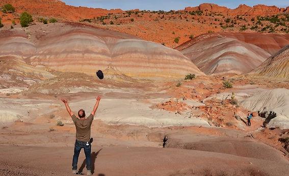 USA blogger Michael Bo Christensen i Rainbow Mountains