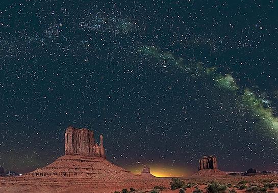 Monument Valley om natten.John Fowler.jpg