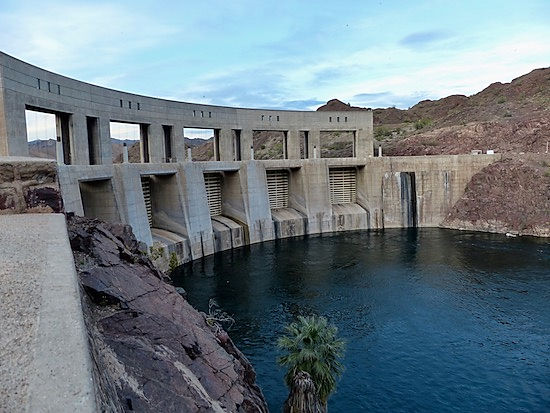 Parker Dam dæmningen syd for Havasu City.