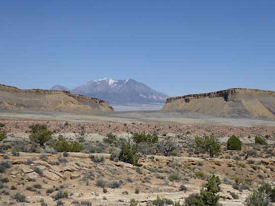 """Henry Mountains som Navajo kalder """"Bjerget der manglernavn"""". www.drivingusa.dk"""
