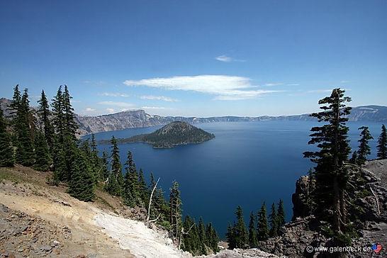 """Klamath indianerne kalder Crater Lake """"The Lake of Deep Blue""""."""