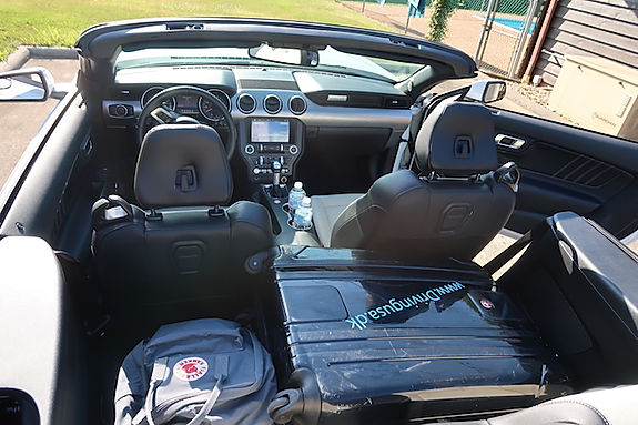Plads til bagage i Mustang Convertible. www.drivingusa.dk