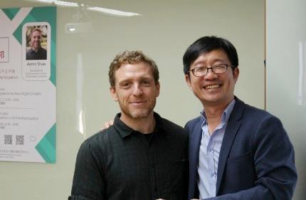 台灣研究中心連賢明主任(右)與Aaron Shaw教授(左)