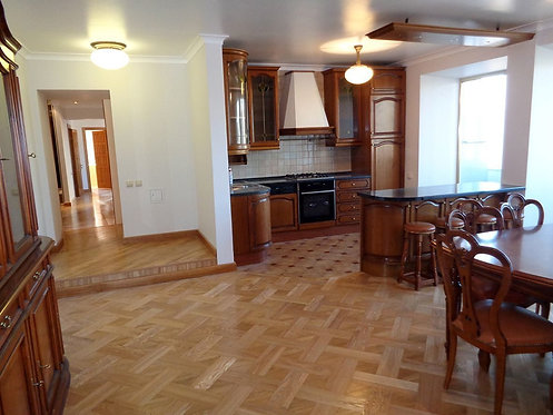 Украинский бульвар, дом 13,4 комнаты,148,6 метра