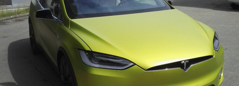 Tesla foliert.jpg