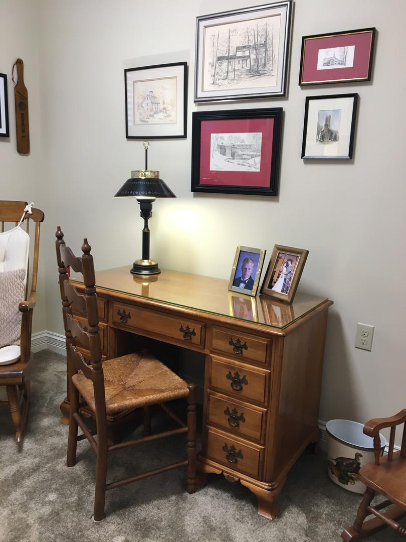 desk arrangement by Goldilocks Solutions