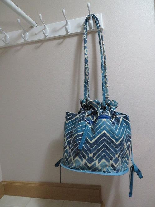 Blue and white zig zag pattern