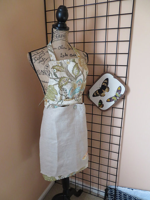 Floral print linen apron with detachable panel with butterfly pot holder