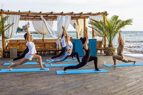 Yoga in Saladita, Troncons, Zihuatanejo