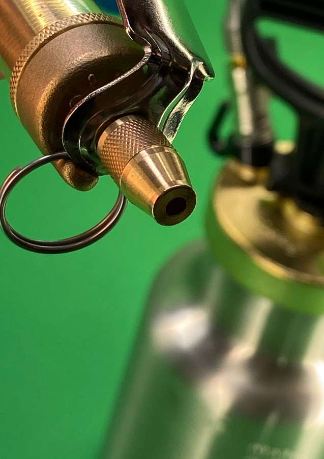 Airo-Unique with Brass Trigger CC Sprayer 32 oz