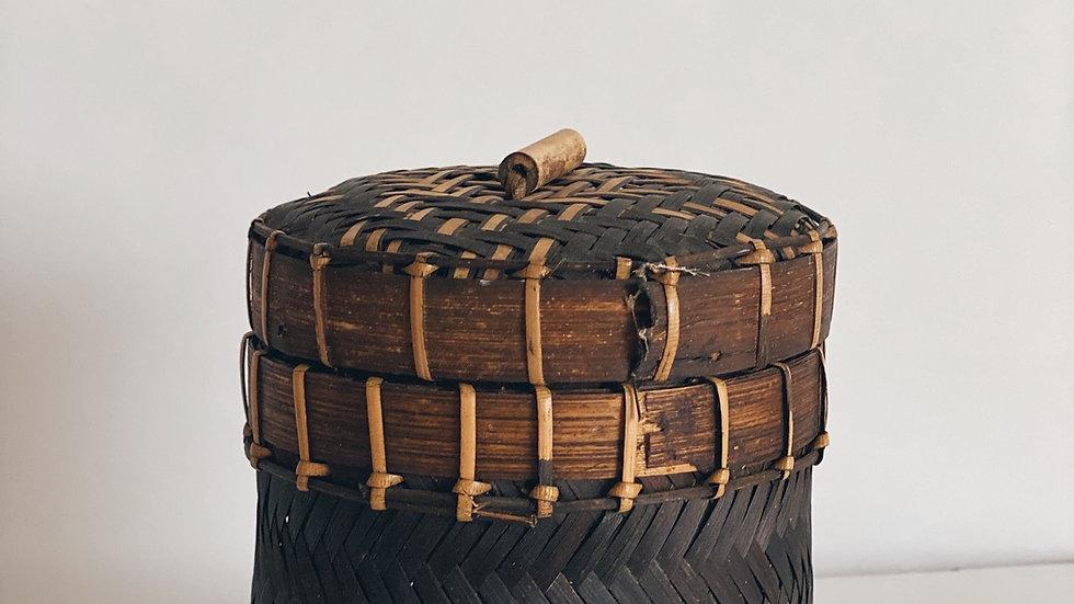 Small wicker round box