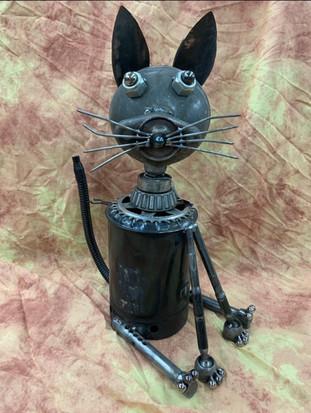 Cat_oilcan1618.jpg