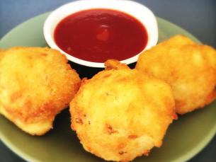 Cauliflower pakoras (fried dumplings)
