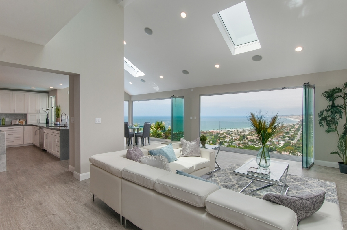 Home Staging Modern White