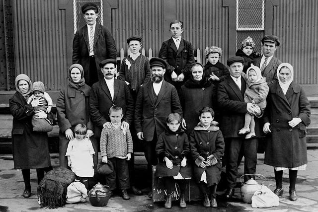Family of immigrants from the Russian Empire upon arrival in the USA. Photo: Global Look Press/Scherl