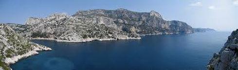 Vue des calanques de Marseille dans le parc national