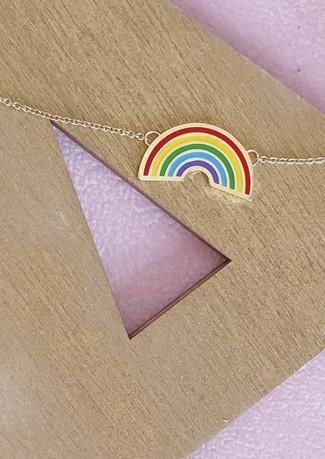 Collana in oro giallo e arcobaleno smaltato.