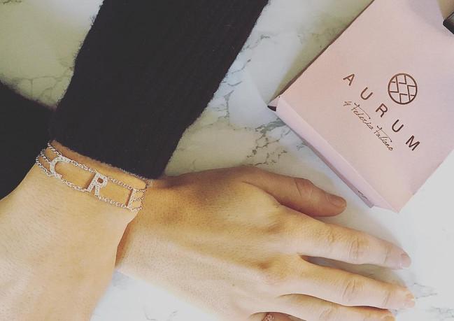 Braccialetto in oro bianco e diamanti con chevalier in oro rosa e zaffiri rosa.
