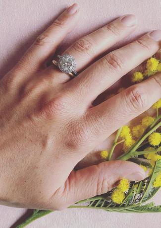 Solitario in oro bianco e diamanti.