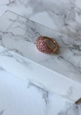 Chevalier in oro rosa e zaffiri rosa.