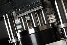 closeup af værktøj til stansning af metaldele
