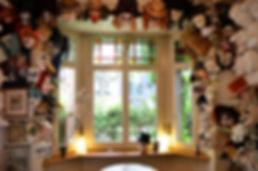 Larven Atelier Charivari Basel - Waggis Larven, Tier Larven, Charakter Larven, Clownlarven, Klassische Basler Larven, Fantasie Larvn, Venezianische Larven, viele Gummiband-Larven, Totenkopf Larven - als Cliquenlarven, Guggenlarven, Wagencliquen,Chaisen, Schnitzelbänke und natürlich Einzelmaske.