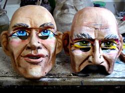Zwei Charakterlarven im Atelier