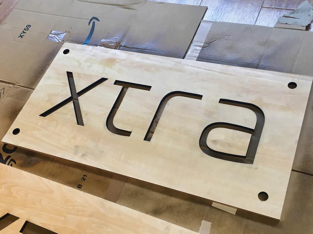 木材-加工-組立-xtra-看板-オフィス-ラウンジ
