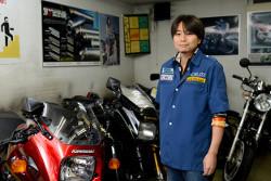 インタビュー-男-バイク-ポスター