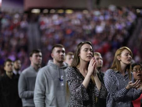 Comment les chrétiens évangéliques s'organisent pour faire gagner Donald Trump, Le Monde, 12-10-2020