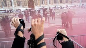 L'article 24 de la loi de sécurité globale : une menace pour la démocratie met le feu aux poudres