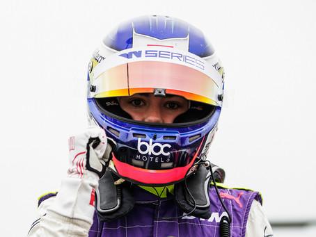 Williams signs Jamie Chadwick as development driver