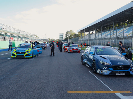 Jessica Bäckman and Michelle Halder recover to P8 and P9 after tense TCR Europe race 1