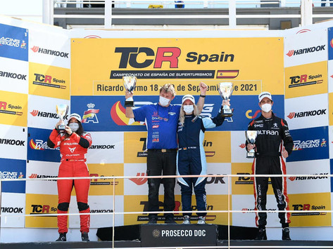 TCR Spain: Michelle Halder takes victory ahead of Alba Cano