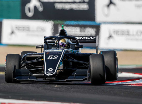 Top10 and points: Vicky Piria makes history in F.Renault Sunday's race