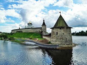 Pskov-Kremlin-Krom.jpg
