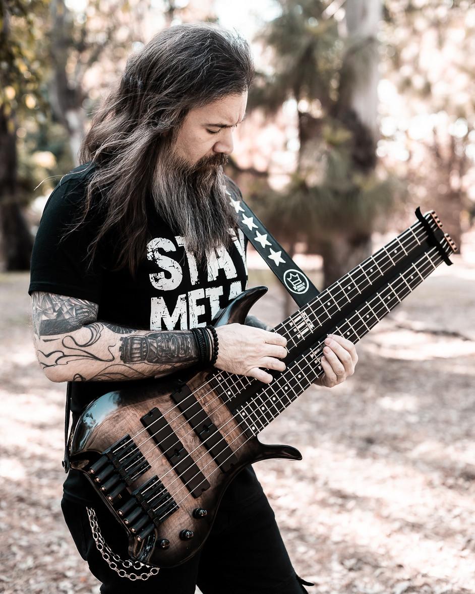 kello gonzalez parasit fm guitars bass2.