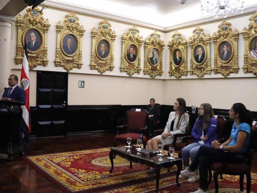 Atletas reciben homenaje en la Asamblea Legislativa