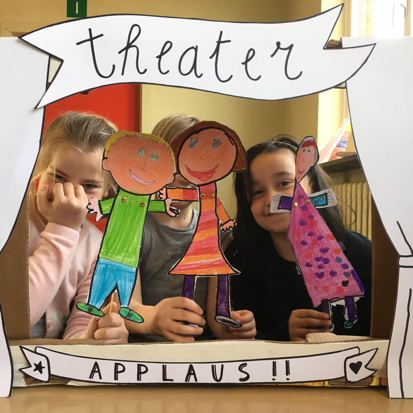 '17'18 - L2 - Theater met stokpopjes (14)