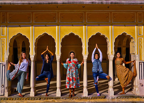 Girls in archway Jaipur 2019.jpg